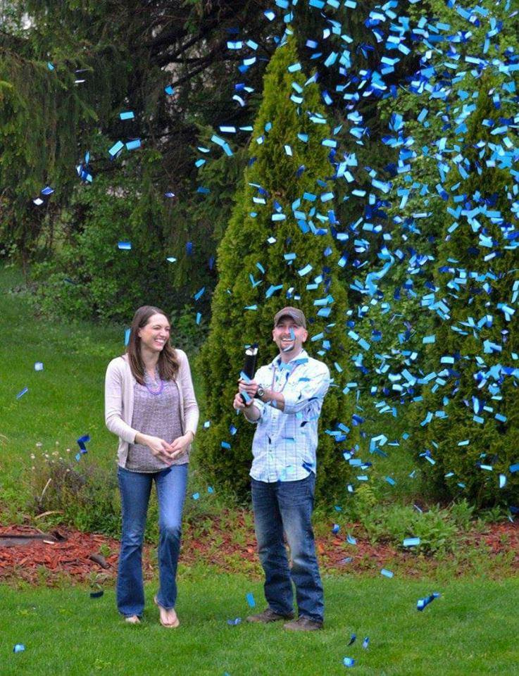 Gender reveal confetti cannon in blue. It's a boy!